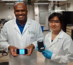Prof. Suresh Neethirajan and researcher Xuan Weng with the allergen detector