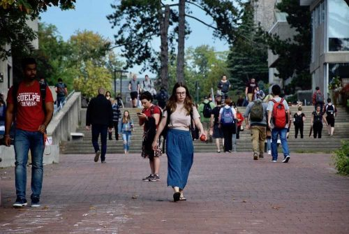 photo of students walking on U of G campus