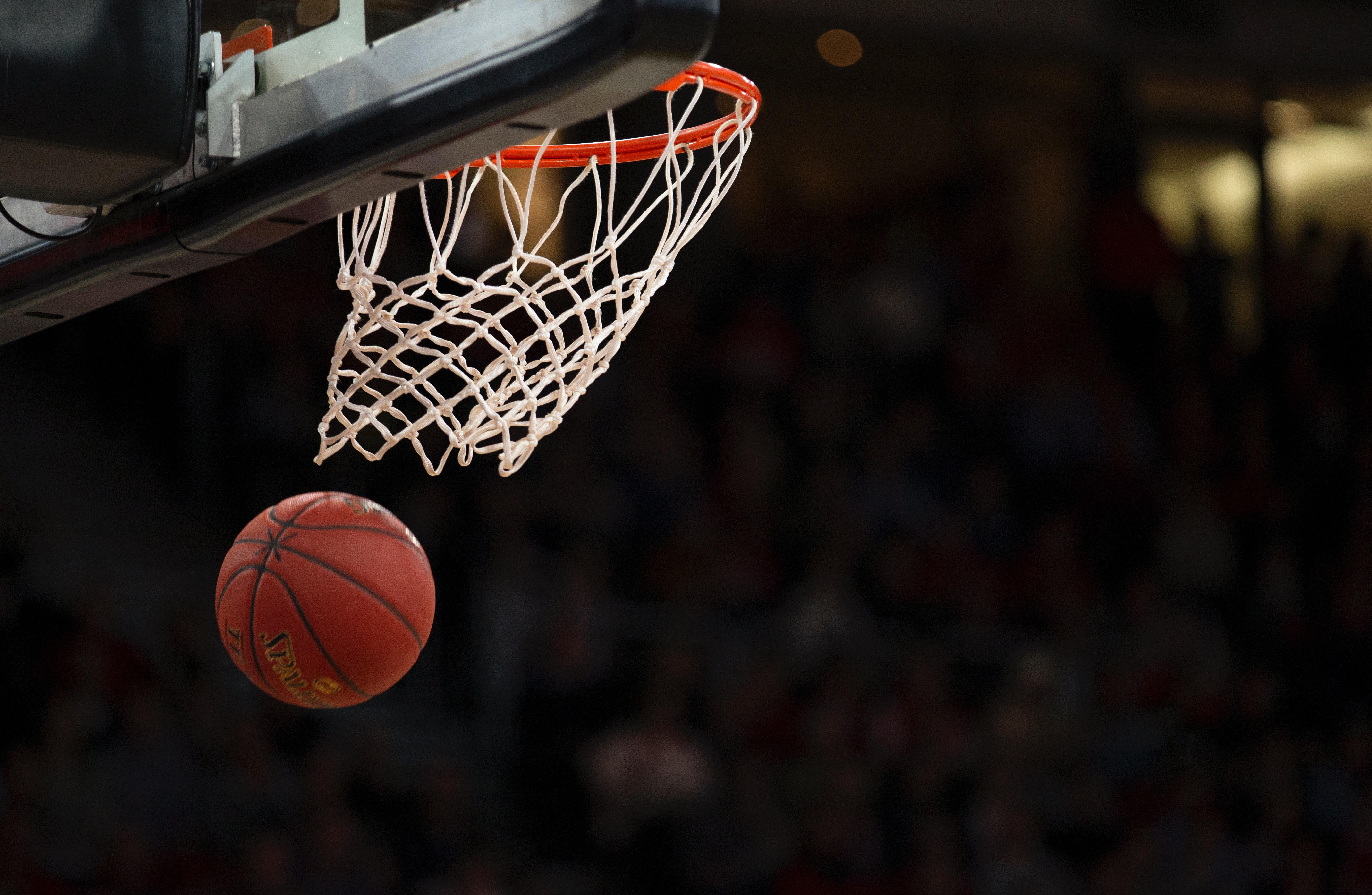 a photo of a basketball net