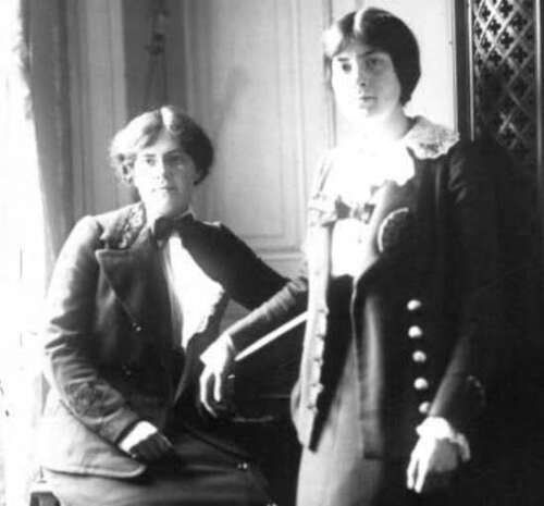 Sisters from the early 20th century